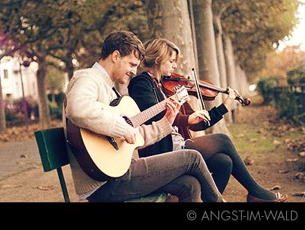 I AM IN LOVE – Acoustic Session