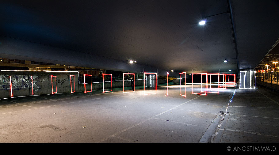 pictures of Pinks not Red Under Neon Lights – Artwork Light Painting