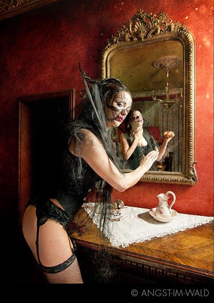 Queen of Darkness – Fashion Calendar 2012